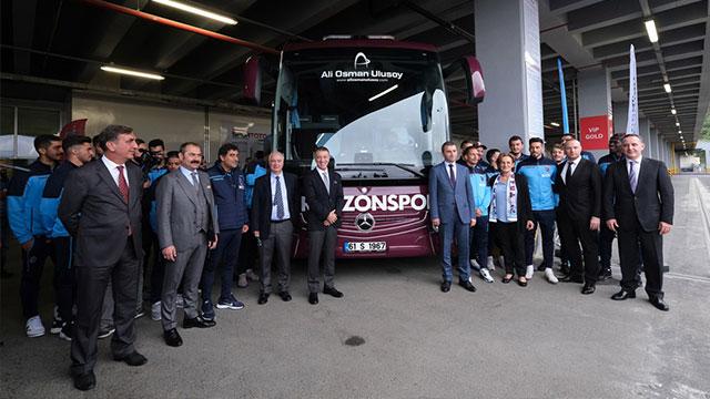 Trabzonspor'un yeni Mercedes'i teslim edildi