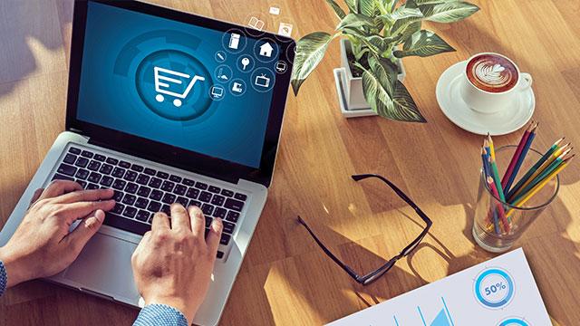 Nüfusun yarısı alışverişini internete taşıdı