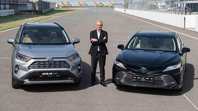 Toyota, iki hibrit aracını Türkiye'de satışa sundu