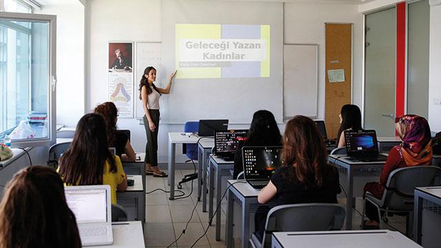 Turkcell'in 'Geleceği Yazan Kadınlar' projesi, BM programına dahil oldu