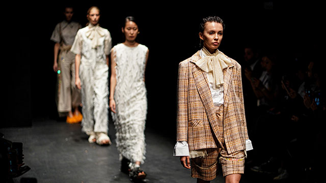 Mercedes-Benz Fashion Week başladı