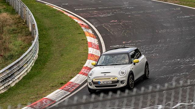 MINI Electric frene basmadan Nürburgring'de tur attı