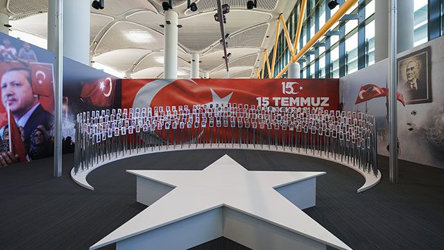 '15 Temmuz Zafer Fotoğrafları' İstanbul Havalimanı'nda
