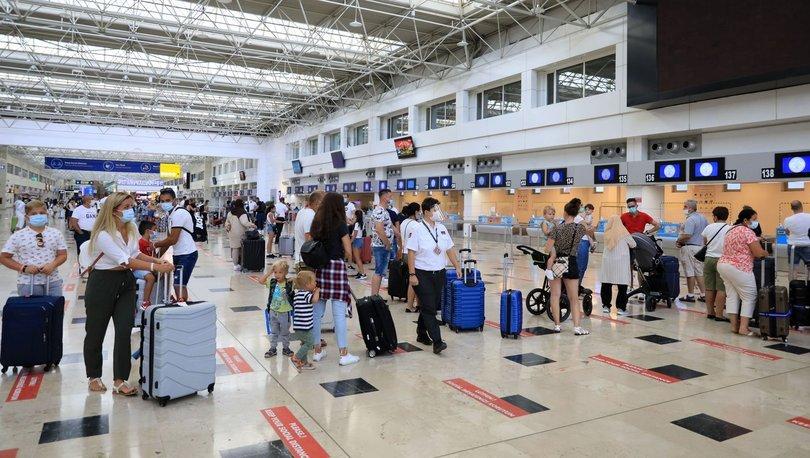 Turistler Antalya'ya akın ediyor