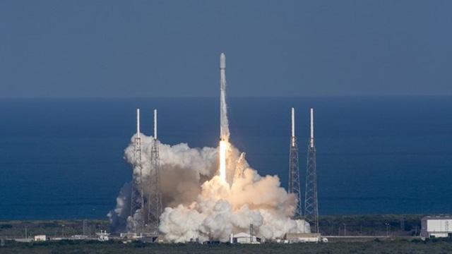 """SpaceX ilk kez uzaya """"kullanılmış roket"""" fırlattı"""