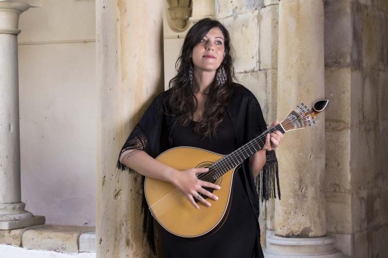 <p>19'uncu yüzyıldan günümüze kadar gelen Portekiz halk müziği türü Fado, ülke kültürünün önemli bir parçasını oluşturur.</p>