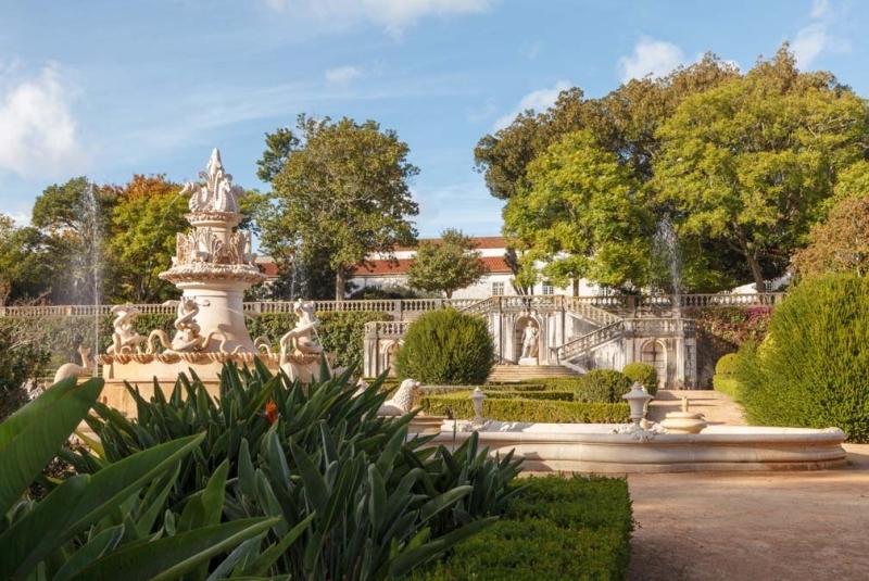 <p>Vaktiniz varsa Lizbon Botanik Bahçesi'ni de ziyaret edebilirsiniz. 1858 ve 1873 yılları arasında oluşturulan bu bahçe, zaman içinde ihmal edilse de Güney Avrupa'nın en iyi botanik bahçesi olarak kabul ediliyor.</p>