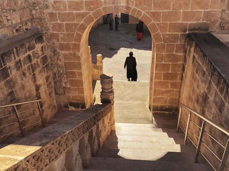 <p>Diğer bir ismi Deyrulumur Manastırı. Midyat'ın 23 kilometre güneydoğusunda bulunan manastır, meşe ağaçlarıyla kaplı yüksek bir tepede inşa edilmiş.</p>