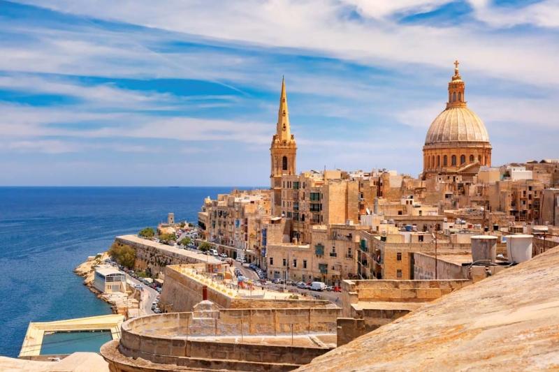 <p>Sicilya'nın güneyinde, Libya'nın kuzeyinde yer alan Malta; taş yapıları, tarihi geçmişi, şövalyeleri, denizi ve kendine has şehirleri ile egzotik bir resim sunuyor.</p>