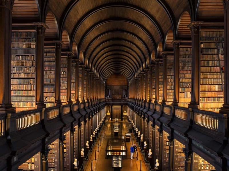 <p>Dublin'de mutlaka şehrin en eski ve prestijli eğitim kurumu Trinity Üniversitesi ve Kütüphanesi'ne rahat bir zaman ayırın.</p>