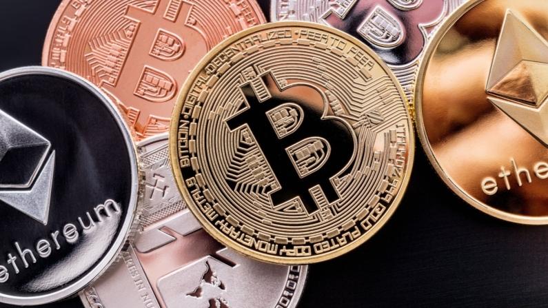 Bitcoin toplam hacmi iki trilyon doların altında
