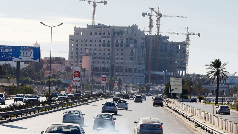 Libya'ya müteahhitlerden çıkarma