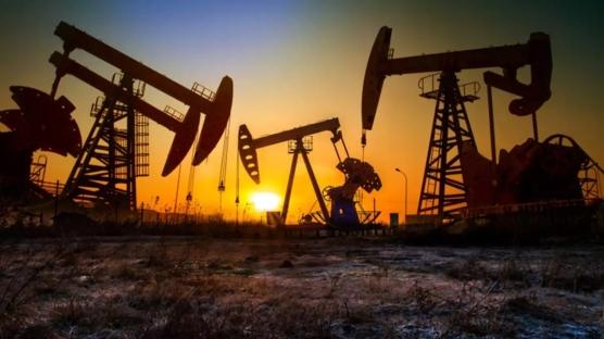 Dünyada günlük petrol talebi 6 milyon varil artacak