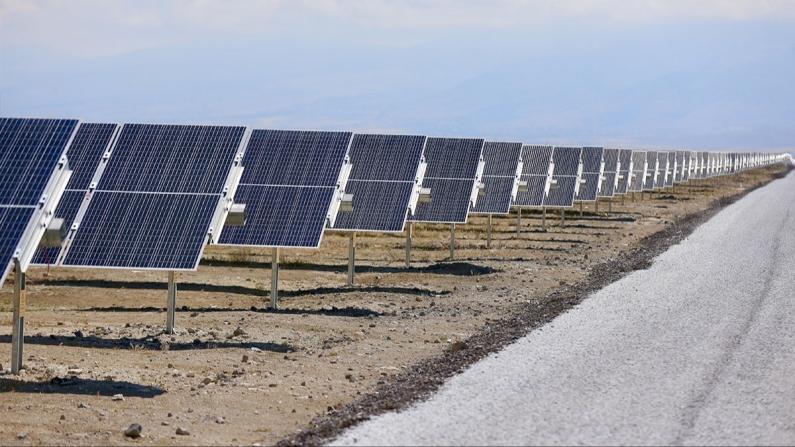 Türkiye'nin en büyük güneş enerji santralinde ilk faz tamamlandı