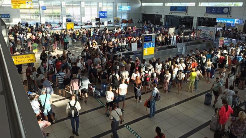 Antalya'ya her iki dakikada 1 uçak iniyor