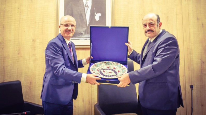 Yekta Saraç Cumhurbaşkanı Başdanışmanı, YÖK Başkanı da Erol Özvar oldu