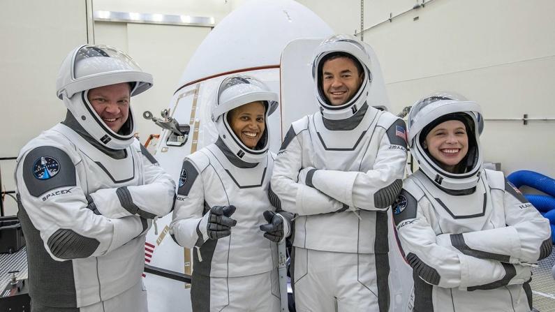SpaceX uzay gemisiyle dünya yörüngesine ulaştı
