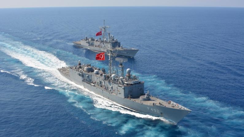 Yerli çıkarma gemisi denize iniyor