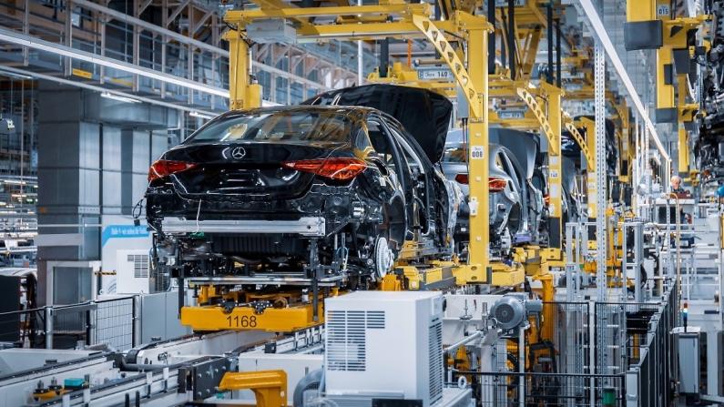 Çip krizi Mercedes'i yüzde 30,2 geriletti